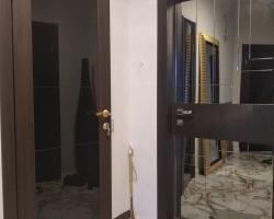 Зеркало с гравировкой на дверях
