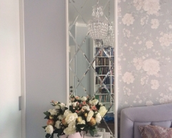 Панно из зеркал в интерьере спальни