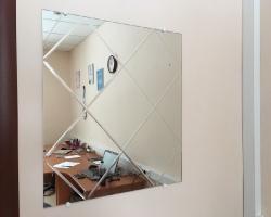 Зеркало с гравировкой в офис