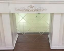 Зеркало с гравировкой в камин