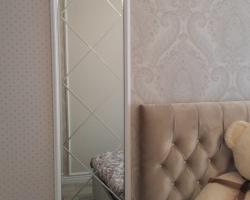 Гравировка на зеркале в спальне